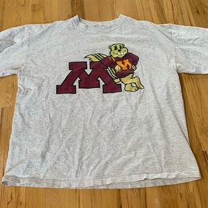 Giant MN gophers tee